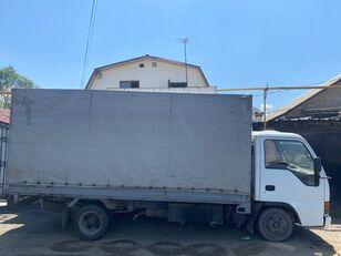 camion bâché ISUZU NkR55