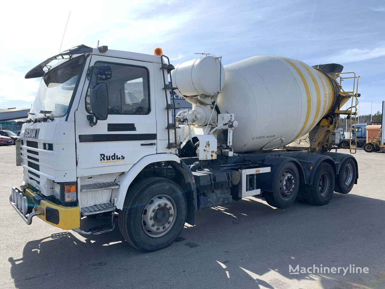 camion châssis SCANIA P113 8x2 12 tires spring manual pump