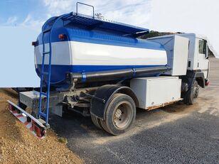 camion de carburant NISSAN M11.150
